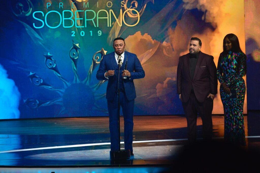 Anthony Santos recibió el premio Gran Soberano